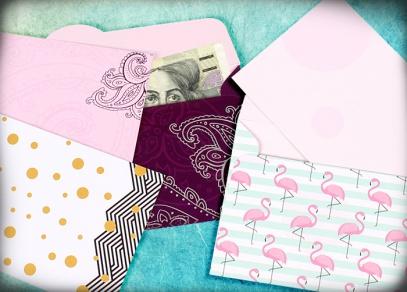 Barevné obálky svou velikostí přesně odpovídají bankovkám i dárkovým voucherům