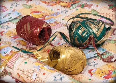 Vánoční raffie se zlatým leskem
