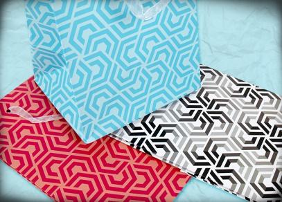 Moderní geometrické vzory klasických dárkových tašek