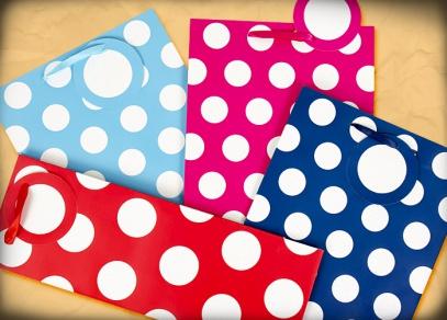 Zabalení dárku do vkusné tašky umocní výsledný dojem