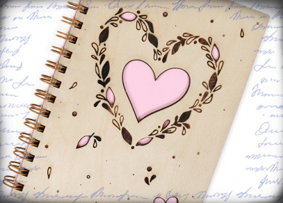 Design s růžovým srdcem zejména pro ženy