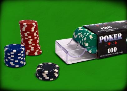 V krabici najdete 40 červených, 30 modrých, 20 zelených a 10 černých žetonů