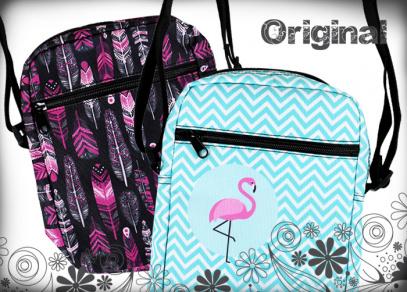 Kapsu na zip na přední straně kabelky využijete na řadu drobností