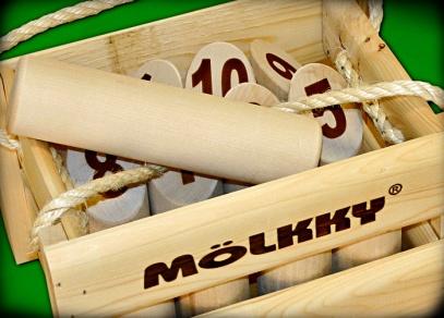 Mölkky - kuželky - Kolíková hra z Finska, která je vhodná pro všechny věkové kategorie a libovolný počet lidí