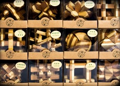 Bambusové hlavolamy různých tvarů