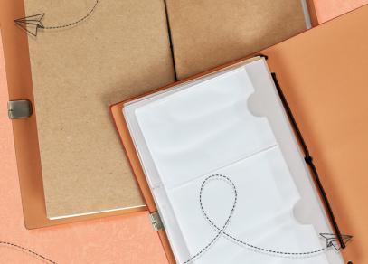 Plastové kapsičky na vizitky a dělené kalendárium