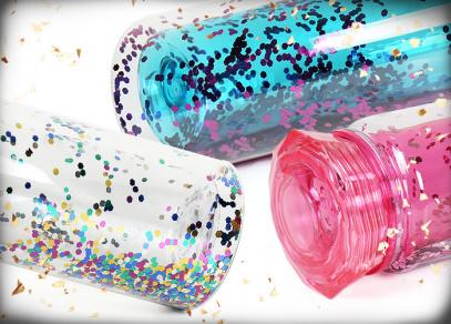 Různobarevné glitry rozveselí váš nápoj