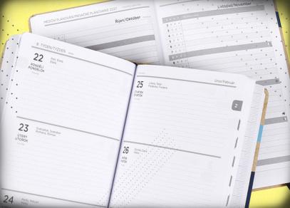 Přehledné týdenní kalendárium na vaše zápisky a místo pro měsíční plánování