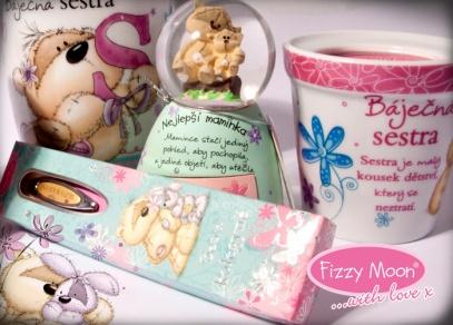 Hrníčky, propisky, plaketky, magnetky, svíčky nebo sněžítka s medvídkem Fizzy Moon