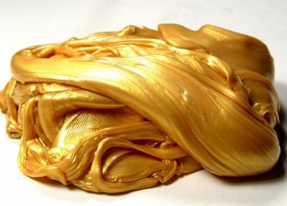 Kovově zlatá Inteligentní plastelína - zkuste, co všechno vydrží...
