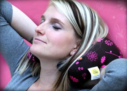 Lehký a skladný pro relaxaci doma, v práci i na cestách - masážní polštářek od ALBI