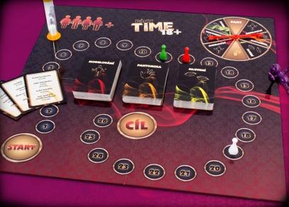 Hra má oboustranný herní plán pro párty i pro dva hráče...