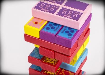 Variabilní hra, kterou lze hrát klasicky, ale s jejími kameny se dá hrát domino a pexeso