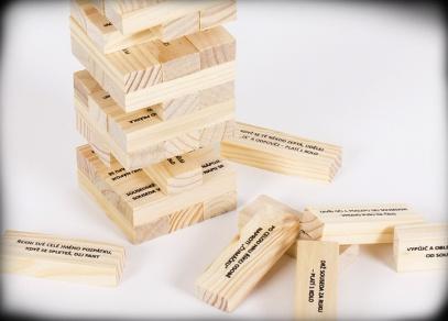 Dřevěná Párty věž - jenga, která vás bude bavit celý večírek