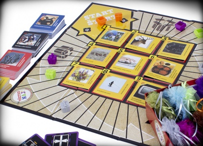 Vše nej - Hra obsahuje spoustu herního materiálu - 336 herních karet, 8 sáčků s figurkami a žetony