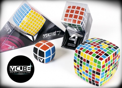 Dokážete složit V-Cube kostku tak, aby byly na každé straně kostky pouze kostičky jedné barvy?