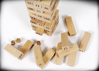 jenga-s-cisly-obsah-krabice