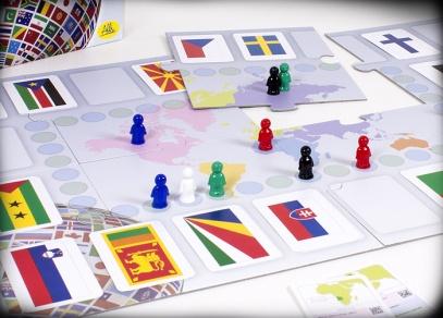 Ve hře je celkem 195 karet s vlajkami zemí