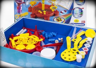 Návod obsahuje více než 100 názorných a bezpečných experimentů pro malé děti