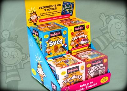 Barevný stojánek, ve kterém najdete všechny hry V kostce! v obchodech...